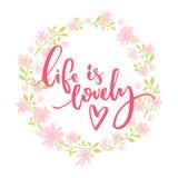 La vida es preciosa Cita caprichosa, letras del cepillo en la guirnalda floral rosada y verde ilustración del vector