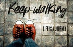 La vida que camina Keep es un viaje, cita de la inspiración foto de archivo