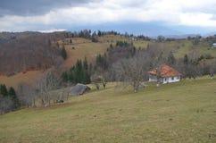 La vie à la campagne dans les Carpathiens orientaux Image libre de droits