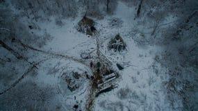 La vie dans le tipi à l'hiver sur la montagne d'Ural Image stock