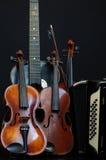 la vie 2 de guitare et d'accordéon toujours de violon photographie stock libre de droits