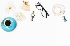 La vie de la femme de mode objecte toujours sur le fond blanc, vue supérieure Photos stock
