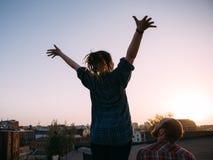 La vie de liberté Soulagement des problèmes sur le toit Photos stock