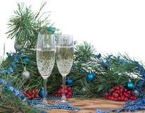 La vie de Noël et de nouvelle année toujours, champagne, pin, ornement Photographie stock