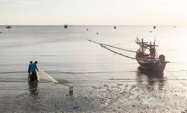 La vie de pêcheur pendant le matin Photos stock