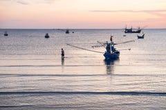 La vie de pêcheur pendant le matin Photographie stock