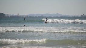 La vie de surfers banque de vidéos
