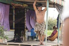 La vie de village dans un village de flottement près de Siem Reap Image stock