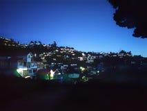 La vie de ville de nuit photographie stock libre de droits