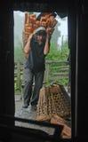 La vie dure de l'Himalaya Images stock