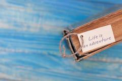 La vie est aventure se connectent le vieux livre - style de vintage Photos libres de droits