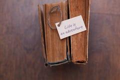 La vie est aventure se connectent le vieux livre - style de vintage Images stock