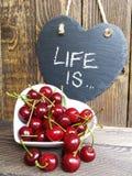 La vie est Un bol de cerises Photographie stock