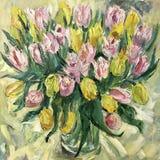 La vie fleurit toujours dans un vase de tulipes rouges Photo stock