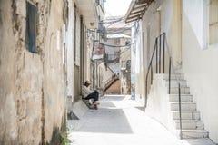 La vie locale dans la rue de marche dans la ville en pierre, Zanzibar tanzania images libres de droits
