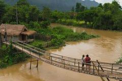La vie rurale dans le vangvieng Laos photographie stock