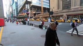 La vie sur la rue tôt le matin -1 de New York quarante-deuxième banque de vidéos