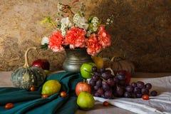 La vie toujours avec des fruits. Image libre de droits
