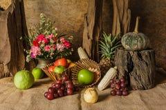 La vie toujours avec des fruits. Photos stock