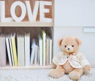 La vie toujours avec des lettres de jouet et d'amour d'ours Photo libre de droits