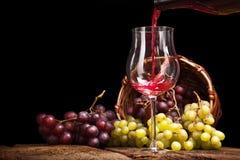 La vie toujours avec des raisins rouges Image libre de droits