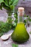 La vie toujours avec l'huile d'olive, herbes Photographie stock libre de droits