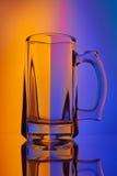 La vie toujours avec le verre à vin en verre de bière Image libre de droits