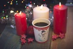 La vie toujours avec les bougies et le café photos stock