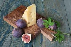 La vie toujours avec les figues et le fromage Photographie stock libre de droits