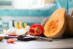 La vie toujours avec les fruits et le potiron d'automne Photographie stock libre de droits