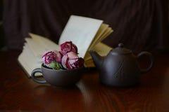 La vie toujours avec les roses sèches Photographie stock libre de droits