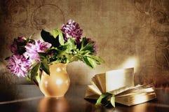 La vie toujours avec un bouquet Photographie stock libre de droits