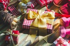 La vie toujours de composition de sport de Noël avec des haltères, sport Photo stock