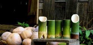 La vie toujours des tasses de potiron et en bambou photos libres de droits