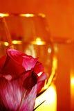 La vie toujours des verres et des bougies de vin image libre de droits