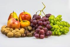 La vie toujours, nourriture d'automne sur le fond blanc Photos stock