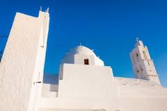 La vieille église célèbre d'Agia Irini, à l'entrée de Yalos, le port de l'île d'IOS, Cyclades Images stock