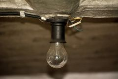 La vieille ampoule incandescente image libre de droits