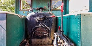 La vieille cabine de la locomotive à vapeur images libres de droits