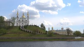 La vieille cathédrale sainte de Dormition Le Belarus, Vitebsk banque de vidéos