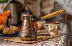 La vieille de café toujours vie en laiton Photo stock