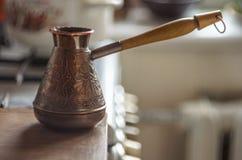 La vieille de café toujours vie en laiton Image libre de droits