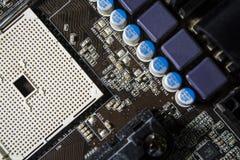 La vieille et poussiéreuse carte mère à partir de l'ordinateur Couleur bleue commutateurs Détails du PC réparation dust images stock