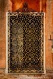 La vieille et travaillée grille en métal a fait à la main photos stock