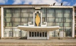 La vieille façade en verre de la maison soviétique Photo libre de droits
