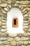 La vieille fenêtre d'un monastère orthodoxe Photographie stock