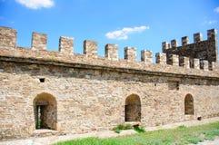 La vieille forteresse reconstituée dans la ville Sudak Photo stock