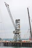 La vieille grue de bord du quai à Falmouth accouple le R-U Photographie stock