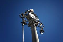 La vieille horloge dans la place Photos stock