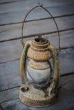 La vieille lanterne ou lanterne d'antiquité photographie stock libre de droits